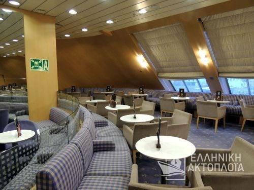 Business Class Lounge5