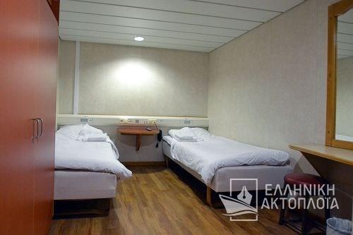 2bed inside cabin deck10