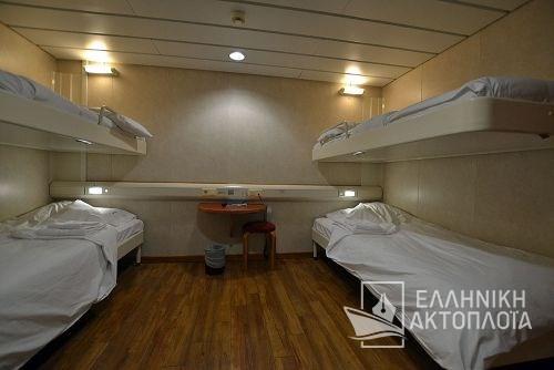 4bed inside cabin deck10