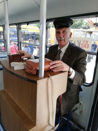 O κ.Ανδρέας Χρόνης, υπεύθυνος της Ομάδας Έρευνας και Μελέτης της Ιστορίας των Συγκοινωνιών στην Ελλάδα «Οι φίλοι του λεωφορείου»