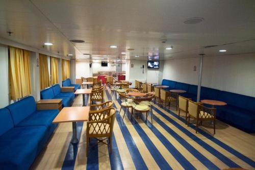 Aqua Jewel-Deck 7-Lounge