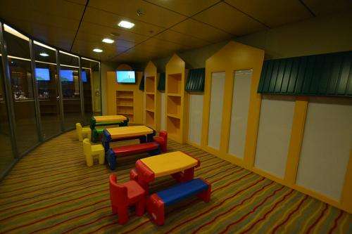 Elyros - Playroom